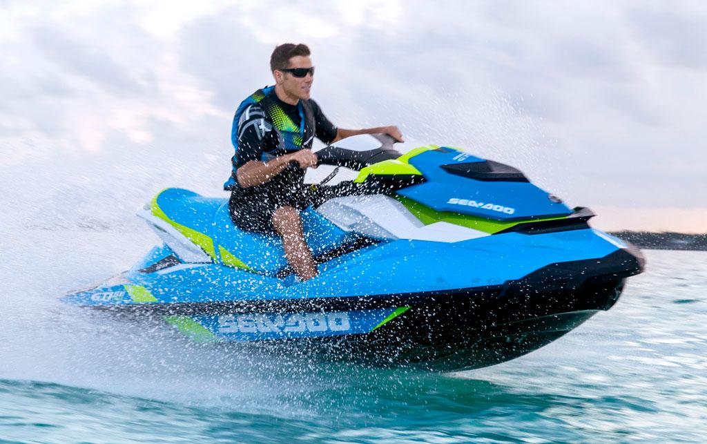 2014-Sea-Doo-GTI-SE-130-Action-02
