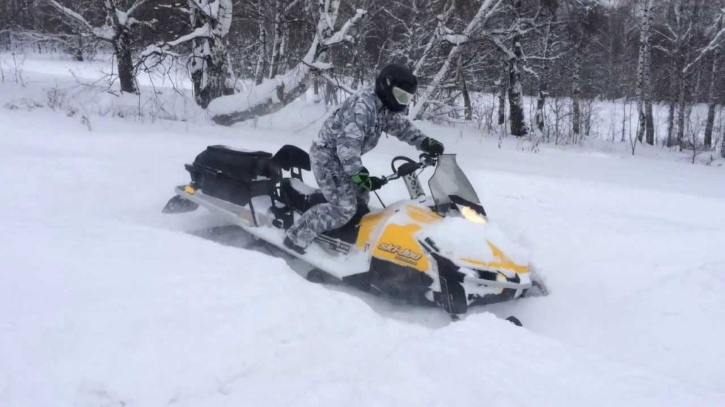 Замена запчастей на снегоходах