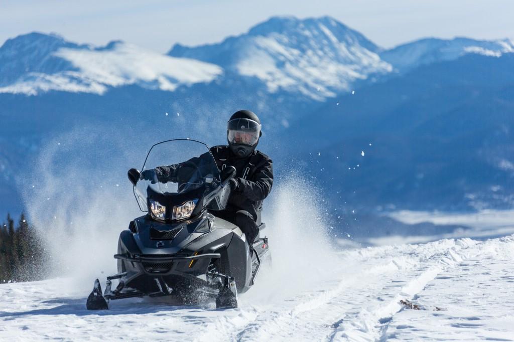 Четырехтактный мотор для снегохода