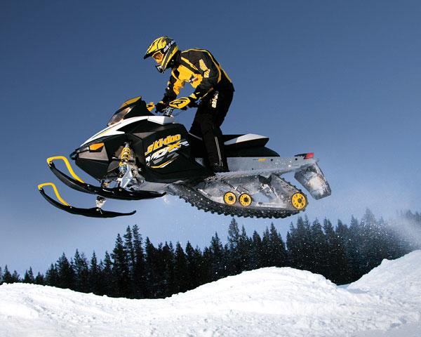 Тест драйв снегоходов