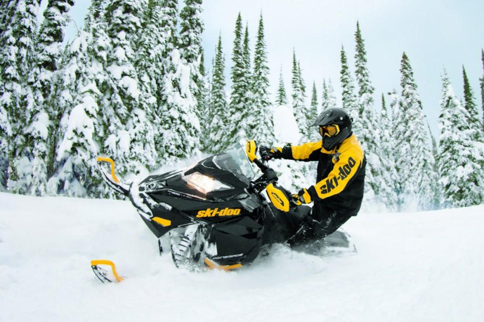 Экстримальное управление снегоходом