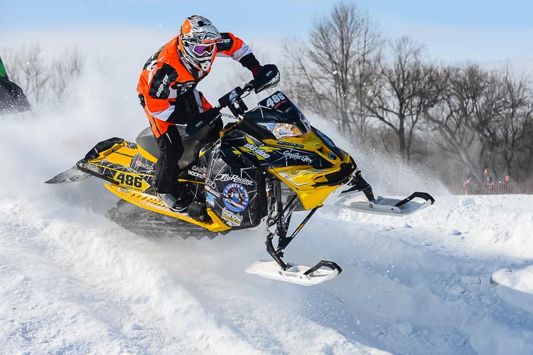 Профессиональные гонки на снегоходах