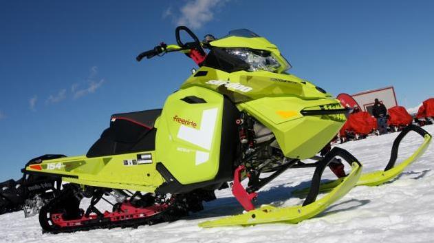 Какой спортивный снегоход купить