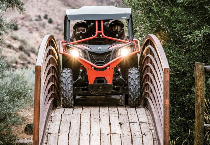 2018-Can-Am-Maverick-Trail-DPS-1000-Action-671x464